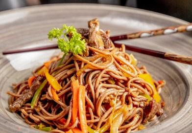 Macarrão Chop Suey: prato asiático que nos convida a entrar no clima das Olímpiadas de Tóquio