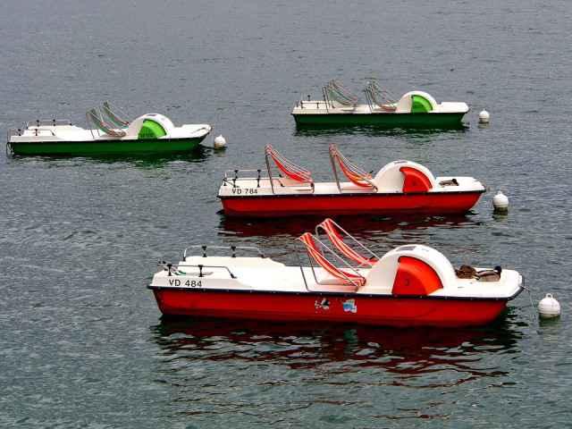Barca de pedales de dos y cuatro tripulantes