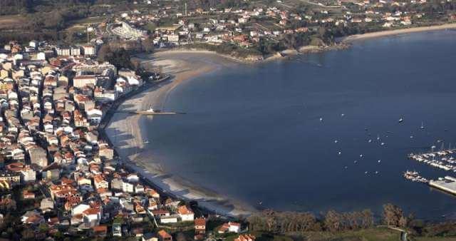 Vista aérea de la playa canina de Ares