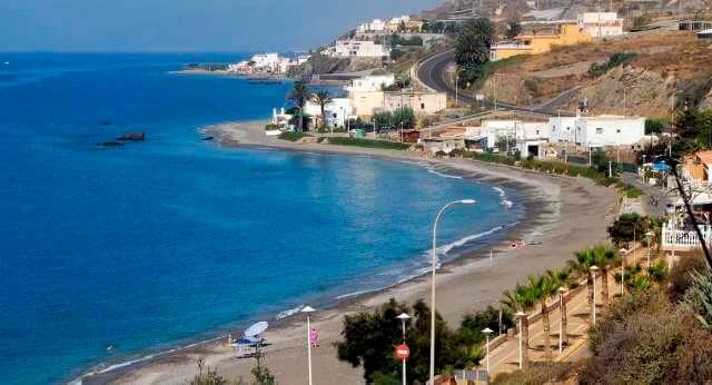 La costa de La Rana en Adra es una de las playas para perros