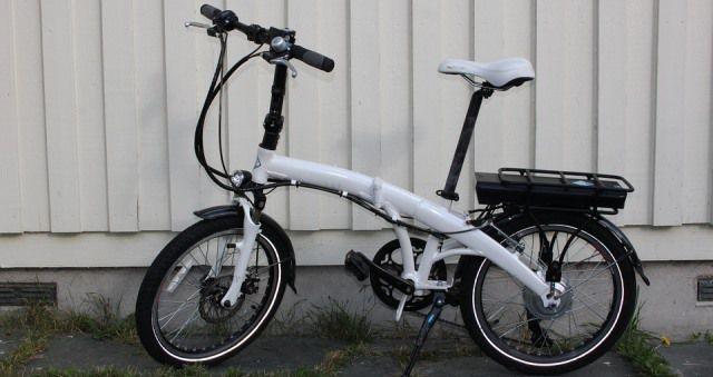 La bicicleta plegable es muy práctica para moverte por la ciudad.