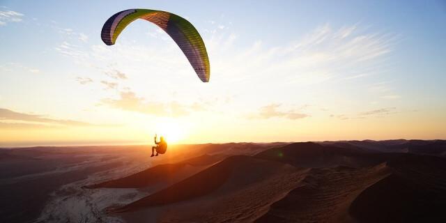 El parapente es una de las actividades que puedes realizar por aire.