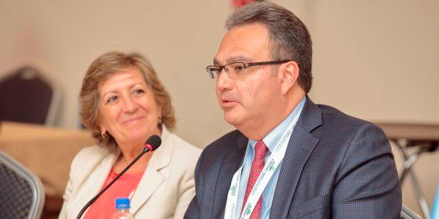 Pilar Gonzalez de Frutos y Luis Enrique Bandera en FIDES 2017, debatiendo sobre la necesidad de exigir las mismas reglas para las tecnológicas que operen con seguros
