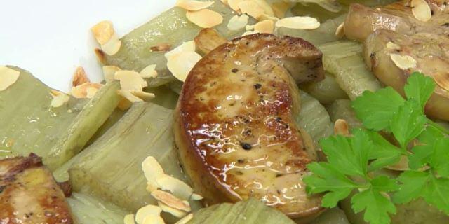 Cardo al foie con almendra tostada.