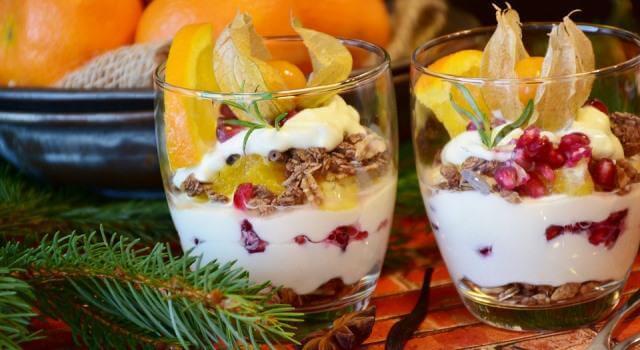La copa de fruta con queso quark y nueces es una de las recetas originales para estas Navidades.