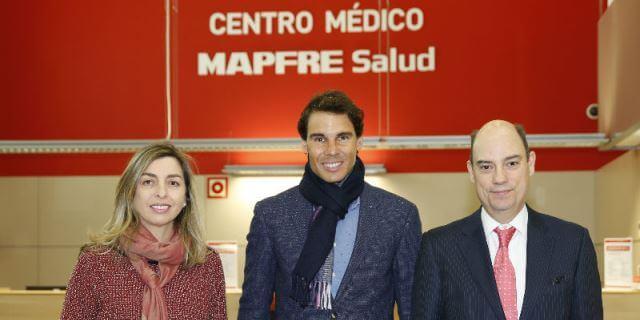 Nadal inaugurando la primera la Clínica MAPFRE de Medicina del Tenis