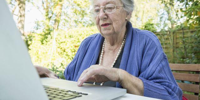 Pienso en ti premia relatos de personas mayores con demencia