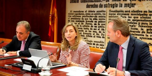 Eva Piera hablando de desarrollo sostenible y los objetivos de la ONU en ODS para 2030, en la cámara del Senado