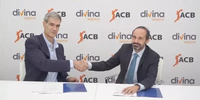 imagen de la firma del acuerdo entre la ACB y Divina Pastora Seguros