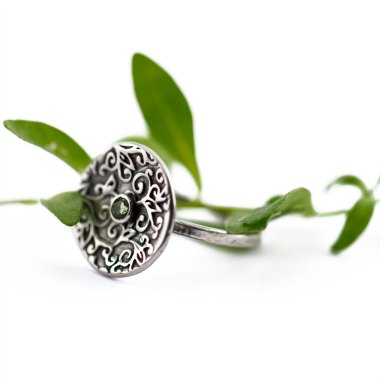 Swirl Leaf Round Ring with Peridot Gemstone-Terra Rustica Jewelry