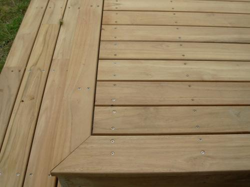 Lames De Finition De Terrasse En Bois Coupees En Anglets