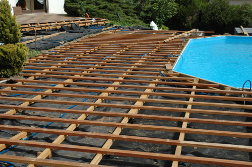 faire terrasse bois piscine