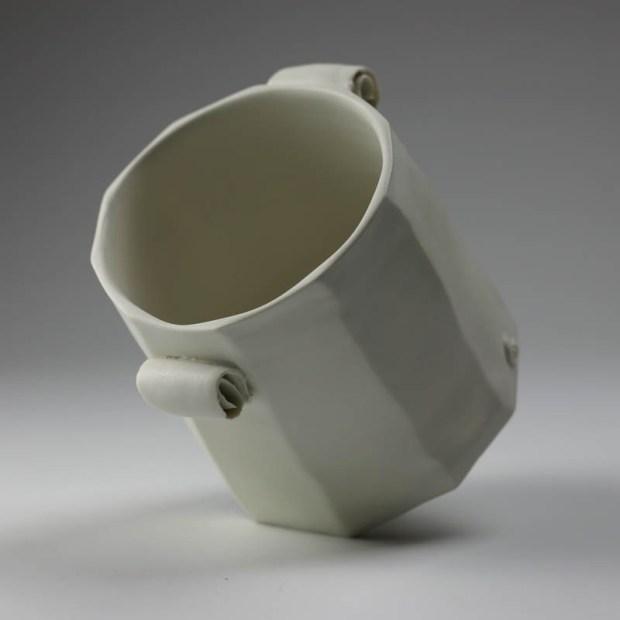Pot Mozart 2 | Eric Faure | Pot Mozart | Produit | 60,00€ | 6283 | Pot tourné et sculpté en porcelaine émaillée | Eric Faure | Terre et Terres | 17 mai 2021