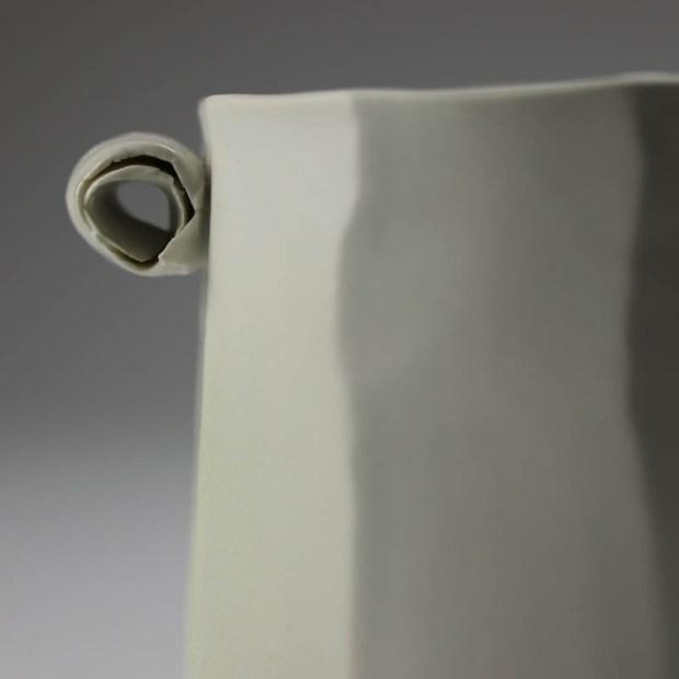 Pot Mozart 3 | Eric Faure | Pot Mozart | Produit | 60,00€ | 6283 | Pot tourné et sculpté en porcelaine émaillée | Eric Faure | Terre et Terres | 17 mai 2021