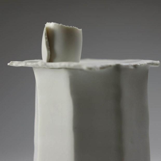 Soliflore Pilo 3 | Eric Faure | Soliflore Pi | Produit | 75,00€ | 6270 | Soliflore tourné et sculpté en porcelaine émaillée | Eric Faure | Terre et Terres | 13 juin 2021