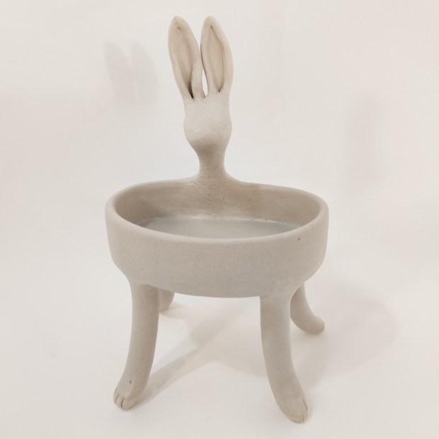 Baigneuse lievre1   Hilde Segers   La baigneuse   Produit   75,00€   6618   Sculpture en grès blanc   Circaterra Céramique - Hilde Segers   Terre et Terres   10 décembre 2020