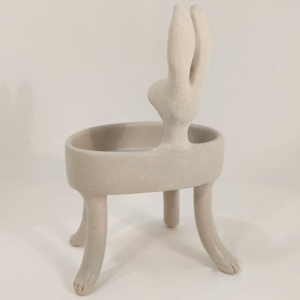 Baigneuse lievre2   Hilde Segers   La baigneuse   Produit   75,00€   6618   Sculpture en grès blanc   Circaterra Céramique - Hilde Segers   Terre et Terres   10 décembre 2020