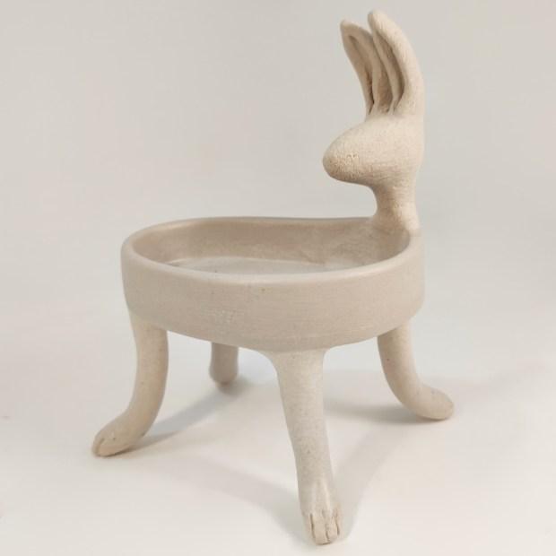 Baigneuse lievre3   Hilde Segers   La baigneuse   Produit   75,00€   6618   Sculpture en grès blanc   Circaterra Céramique - Hilde Segers   Terre et Terres   10 décembre 2020