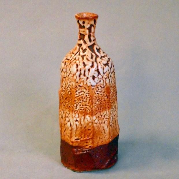 """bouteille1 2   Pascal Geoffroy   vase bouteille   Produit   120,00€   7921   vase bouteille en grès, cuisson au four à gaz en réduction, superposition de couvertes """"shino""""   Pascal Geoffroy   Terre et Terres   4 janvier 2021"""
