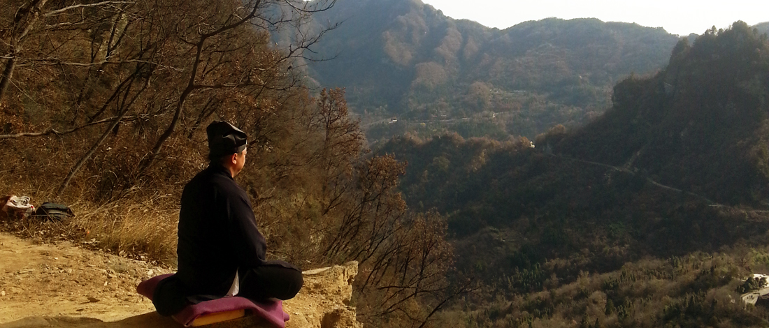 Maître Chen Li Sheng médite dans les hauteur du Wudang