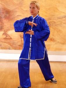 Catherine Bousquet en train de pratiquer le Qi Gong des Cinq Organes