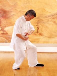 Maître Zhang Kunlin en train de pratiquer le Qi Gong des Cinq Organes