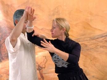 Tuishou en Taiji Quan avec Maitre Kunlin Zhang et Catherine Bousquet