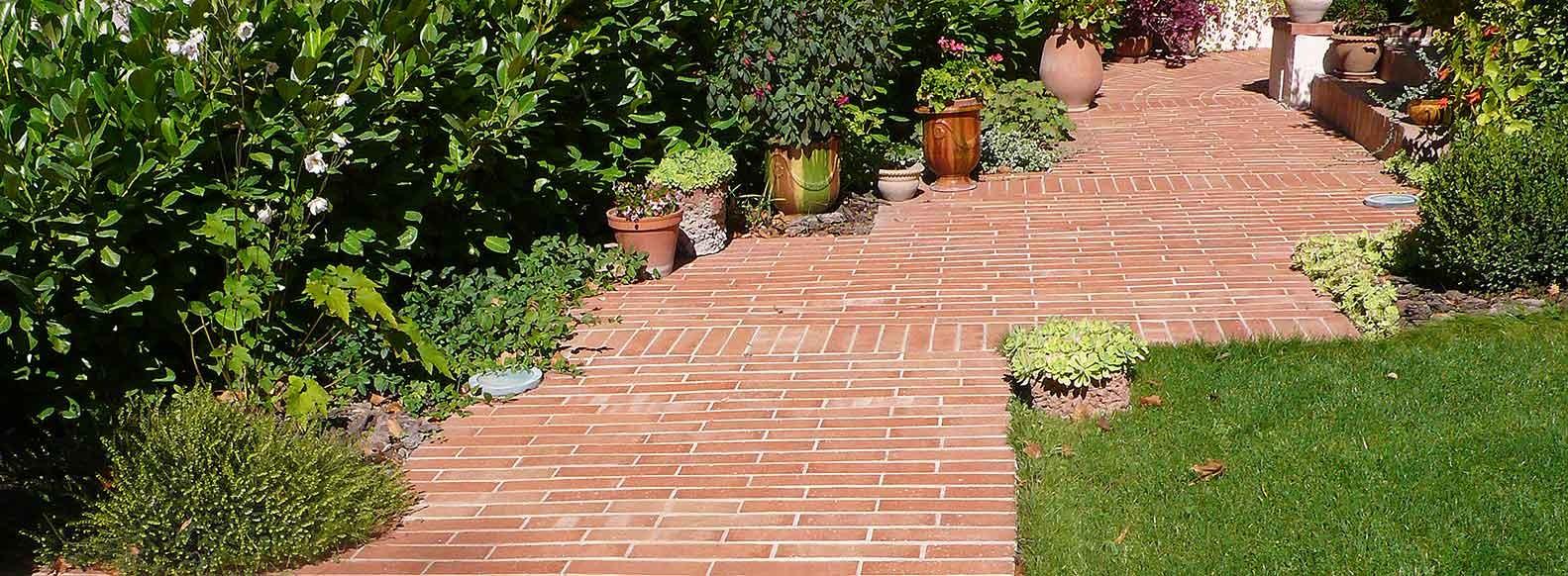 Crer une alle de jardin en briques de terre cuite  Terres Cuites de Raujolles