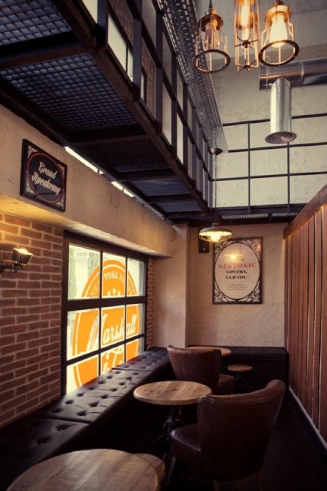 decoración y mobiliario de bar sala Marshall & Co