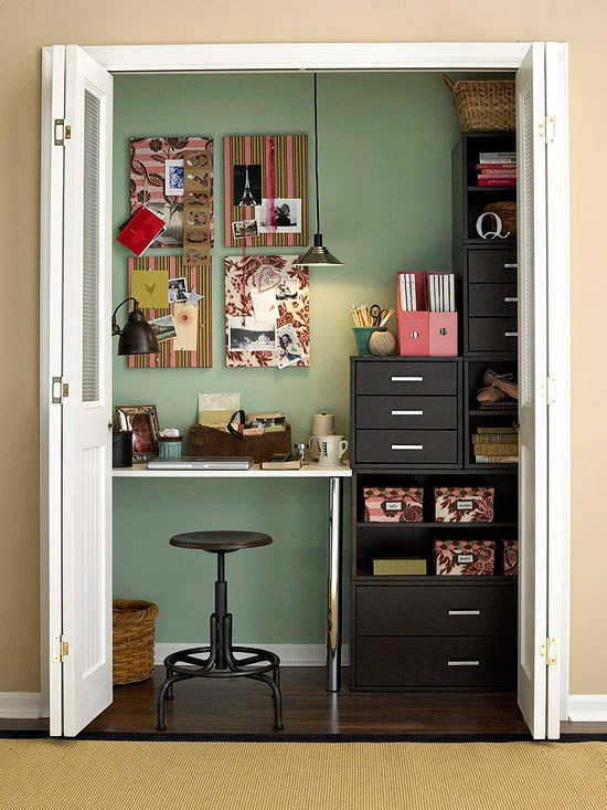como decorar un espacio pequeño. despacho escondido en armario2