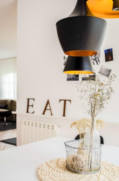 lámpara eat en espacio interior de cocina