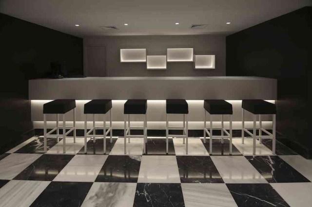 mobiliario de hotel Montecarmelo en el bar