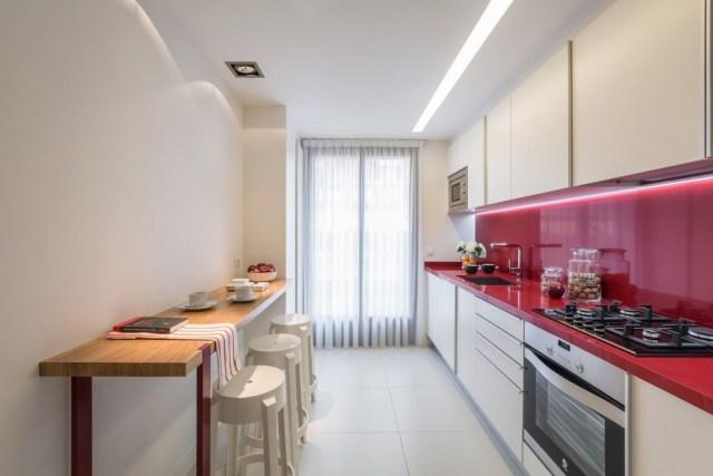 Cocina pequeña con gran luminosidad