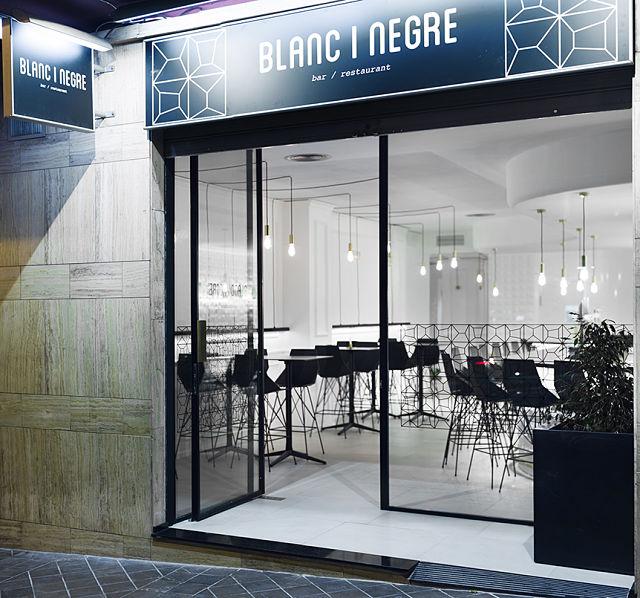 vista exterior del restaurante blanc i negre