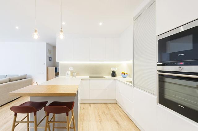 decoracion-de-cocinas-en-blanco-y-madera