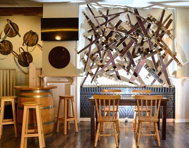 decoración de paredes de un bar