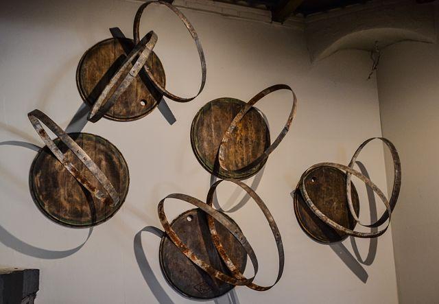 composición escultural en la decoración de un bar
