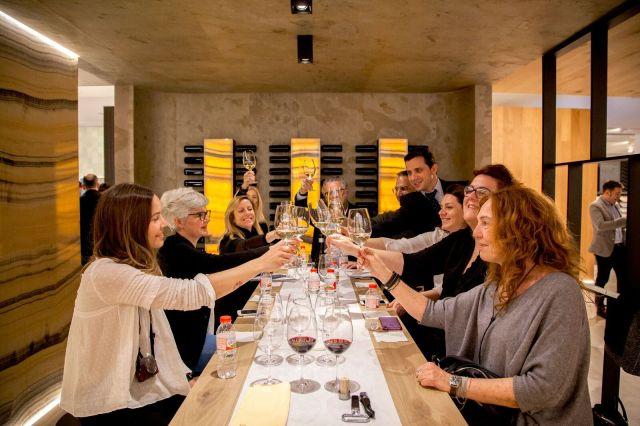 Cata de vinos en Porcelanosa Experience