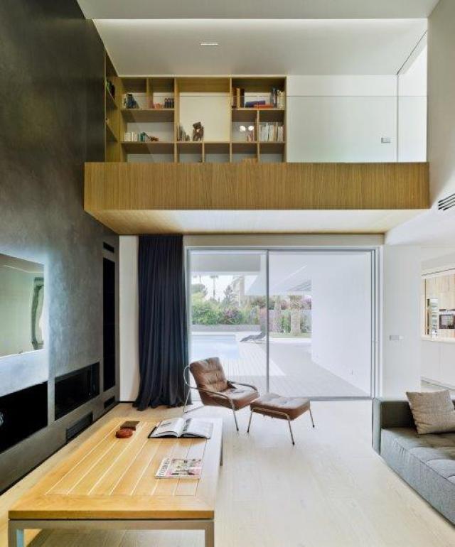 Altillo zona de estar diseño minimalista y contemporáneo