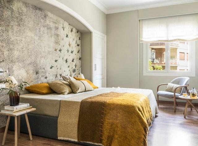 Decoración de dormitorio con cabecero empapelado