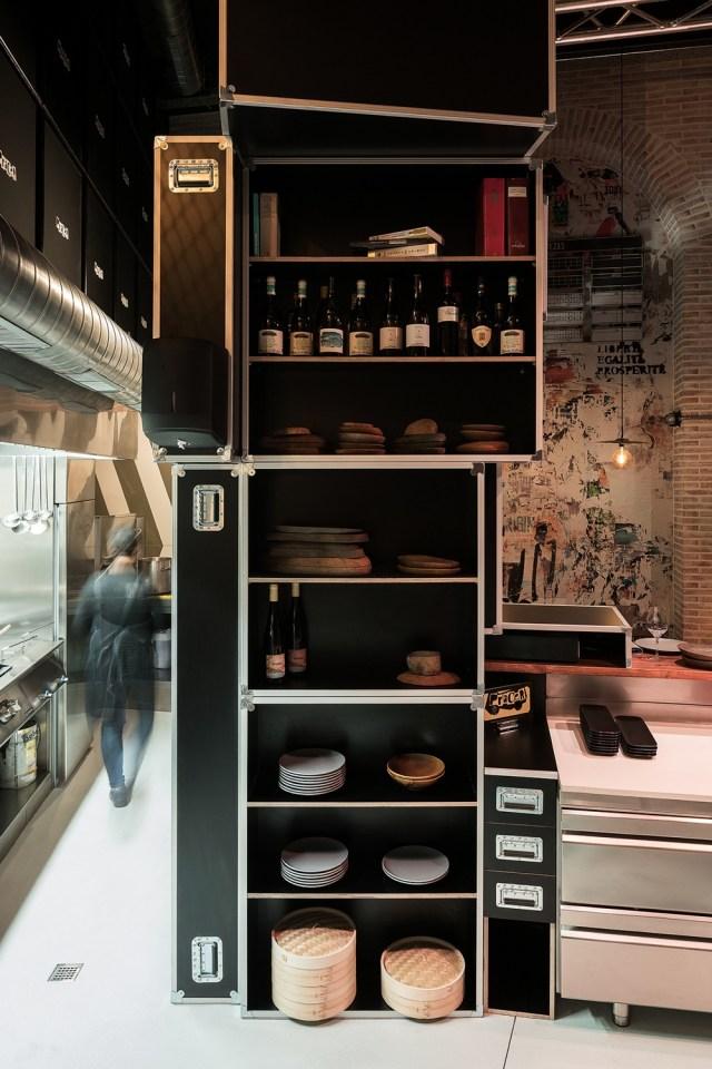 Armarios de cajas de instrumentos en diseño de restaurante