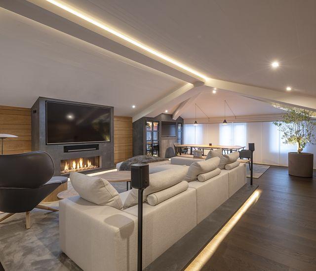 Cómo decorar el salón de una casa con chimenea
