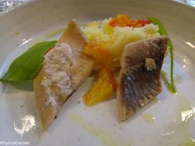 Hareng fumé, poché, pulpe de pomme de terre Ratte et condiments d'agrumes Terroirevasion.com