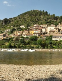Roquebrun riviere village panoramique