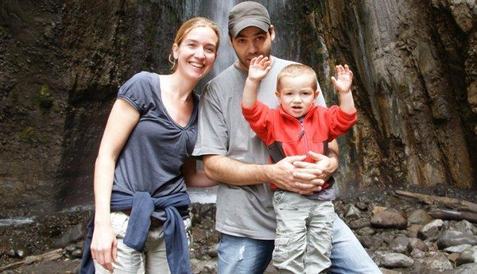Bij de waterval in Arusha National Park