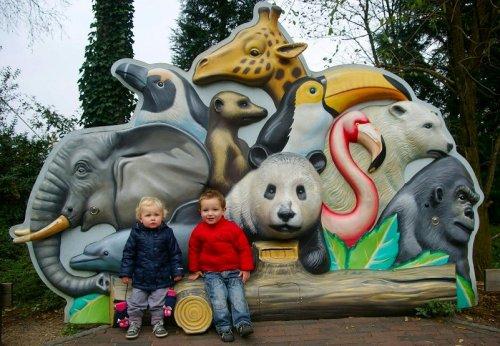 Julian en Hanna in dierentuin