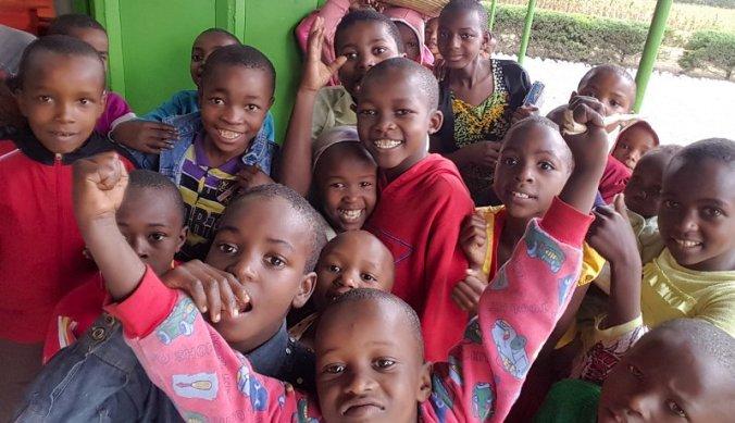 Kinderen op school in Tanzania
