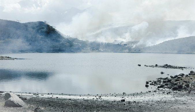 Gecontroleerd branden bij Momella Lakes Arusha National Park