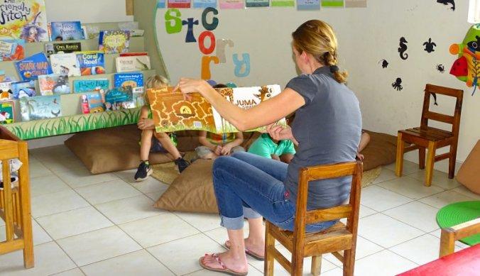 Ouders lezen voor in de klas