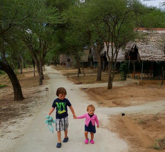 Broer en zus op safari